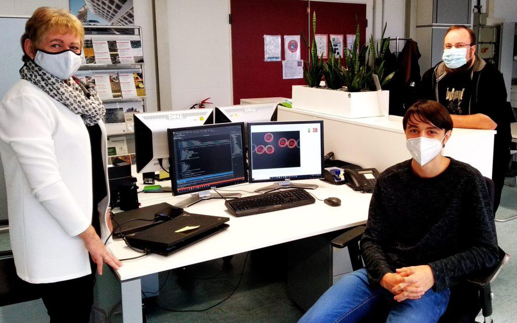 Thomas Bayer (mitte) zusammen mit Gerlinde Guth und Andreas Jansche, Matworks GmbH